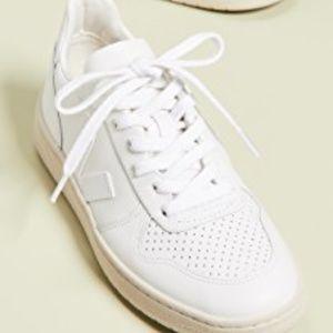 *NWOB* VEJA V-10 Lace Up Sneakers Women 10